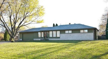 3645 Sunny Crest Dr Brookfield, Wisconsin 53005-2146